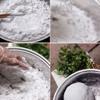 Hòa lẫn bột năng, nước, muối, đường và dầu ăn vào 1 chiếc nồi đế dày. Để bếp lửa ở mức thấp nhất rồi đặt nồi bột lên vừa đun vừa khuấy liên tục cho bột chín mà không sát đáy. Khuấy tới khi bột đặc dẻo lại mà vẫn giữ nguyên màu trắng thì ngừng lại. Tắt bếp nhưng vẫn tiếp tục khuấy cho đến khi bột bánh nguội bớt, đáy nồi bớt nóng.