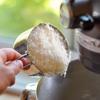 Phô mai parmesan bào nhỏ rồi cho vào trộn đều.
