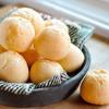 Bánh chín để nguội bớt rồi thưởng thức ngay sẽ rất ngon. Nếu chưa dùng hết có thể cho vào hũ kín, bảo quản ở ngăn mát tủ lạnh trong 1 tuần. Khi ăn cho vào lò nướng lại cho nóng.