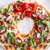 Mùa Noel đang đến gần hãy vào bếp làm pizza Giáng sinh để góp phần tạo thêm không khí lễ hội cho cả nhà nhé! Mọi người sẽ phải trầm trồ vì sự khéo tay và óc sang tạo của bạn đấy. Pizza đế mỏng, vỏ ngoài giòn kết hợp với các loại nhân ngon hết sảy vị mặn mặn của xúc xích nướng thơm lừng cùng phô mai tan chảy thêm rau củ quả nữa ai ăn cũng sẽ thích mê cho mà xem.
