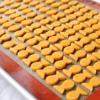 Cho bánh lên khay rồi đặt vào lò nướng ở 180 độ C trong khoảng 15 phút được.
