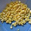Rửa sạch bắp non hạt, thái nhỏ rau mùi và quẩy.