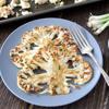 Lấy bông cải ra dĩa, rắc một ít mè trắng lên trên và thưởng thức. Cách làm bông cải nướng vừa nhanh vừa đơn giản này sẽ giúp bạn cảm nhận được hết hương vị thơm ngon của loại rau này đấy.