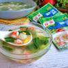 Múc canh ra tô và dùng nóng với cơm. Món canh tôm cải thìa với củ cải ấm nóng này rất thích hợp cho những bữa cơm gia đình ngày lạnh. Chắc chắn sẽ làm ấm lòng ngay tức thì nhé!