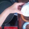 Trộn hỗn chén gia vị muối đường ở bước 2 vào cùng hành tím, tỏi đã đăm nhuyễn và trộn điều lên.