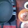 Làm hỗn hợp gia vị nước mắm cho đậu phộng rang tỏi ớt: Trong 1 chén nhỏ, trộn 1 muỗng cà phê nước mắm, 1 muỗng cà phê muối, 1 muỗng cà phê đường, 1/2 muỗng cà phê tiêu, 1/2 muỗng cà phê hạt nêm, 1/2 muỗng muỗng cà phê bột ngọt. Trộn đều lại với nhau.