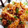 Khi ăn rắc hành lá băm, mè rang lên trên. Có thể dọn món này ăn kèm cơm trắng hoặc kẹp với buns hambuger đều ngon.