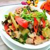 Cho hành lá thái khúc vào đảo đều là tắt bếp, xúc ra đĩa ăn cùng cơm nóng rất ngon. Lòng heo non xào dưa chua với những miếng lòng giòn dai, béo ngon hấp dẫn, ngấm chút vị mặn mặn, chua chua của dưa cải muối rất ngon. Thích hợp làm món ăn dưa cơm trong những ngày lạnh.