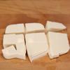 Cải thảo rửa sạch, cắt miếng vuông nhỏ. Nấm rơm rửa sạch, cắt đôi. Đậu hũ non cắt miếng nhỏ vừa ăn.
