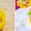 Dùng nửa quả ớt chuông vàng còn lại làm đĩa trang trí, gắp phần rau củ lên trước, sau đó mới gắp phần thịt gà bày lên trên cho đẹp mắt.