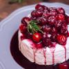 Khi cần sử dụng, bạn rưới sốt lên bánh như bánh kem, bánh pancake và cả bánh mì để thưởng thức.