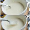 Tiếp theo thêm 2 muỗng canh bơ đun tan chảy và 6 muỗng canh sốt mayonnaise vào cùng chén sốt trên. Dùng nĩa khuấy đều hỗn hợp với nhau.