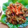 Thịt nướng chín cho ra đĩa, chấm cùng tương ớt cay thơm rất ngon. Thịt ba chỉ nướng riềng mẻ cay thơm thích hợp cuộn ăn cùng xà lách và rau sống rất tuyệt.