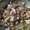 Khi hỗn hợp trên đã chín vàng thơm thì cho thịt ba rọi vào chảo. Nêm vào 1 muỗng hạt nêm, 2 muỗng canh đường, 1/2 muỗng cà phê bột ngọt. Dùng đũa đảo đều để thịt thấm gia vị.