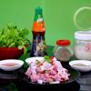 Rửa sạch thịt heo với nước muối loãng cho sạch , để ráo, cắt miếng nhỏ vừa ăn. Hành tím băm nhỏ