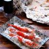 Tôm càng xanh nướng muối với những con tôm chín có màu đỏ au đặc trưng trông rất bắt mắt. Đây sẽ là một bí quyết giúp bạn có được món tôm nướng chín thơm ngon mà không bị cháy khét hay khô nước nhé!