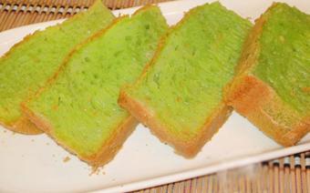 Bánh bò lá dứa nướng