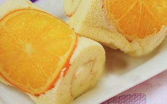 Bánh bông lan cuộn cam