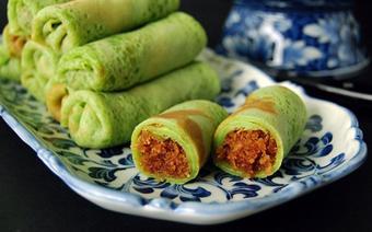 Bánh crepe lá dứa nhân dừa