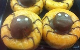 Bánh donut hình nhện cho Halloween