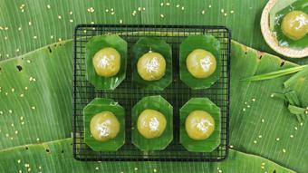 Bánh ít trần lá dứa nhân dừa đậu xanh