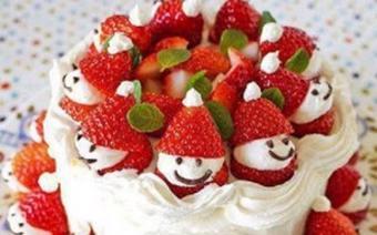 Bánh kem dâu tây hình ông già Noel
