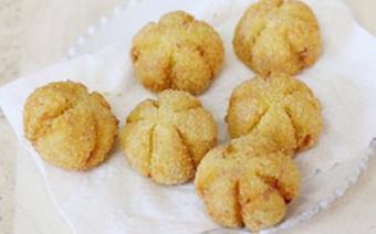 Bánh khoai lang chiên hình bí đỏ