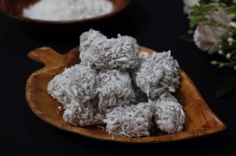 Bánh khoai môn tẩm dừa