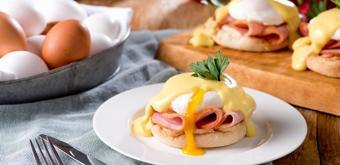 Bánh mì kẹp trứng chần