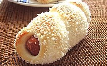 Bánh mì kẹp xúc xích
