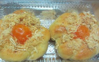 Bánh mì mặn trứng muối