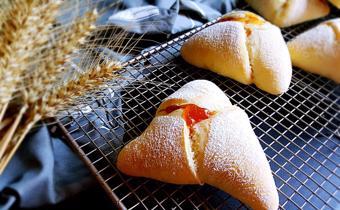 Bánh mì nhân mứt trái cây