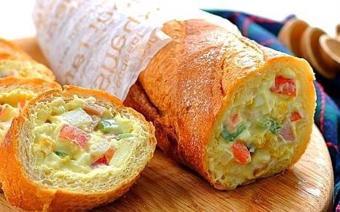 Bánh mì nhồi salad khoai tây
