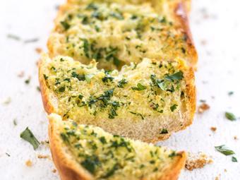 Bánh mì phết bơ tỏi nướng