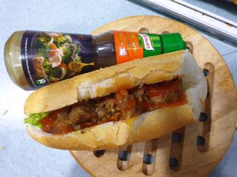 Bánh mì thịt nướng xốt nêm