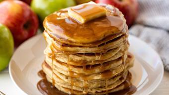 Bánh pancake táo đơn giản