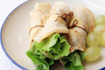 Bánh pancake trứng cuộn rau