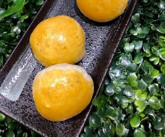 Bánh pía nhân thơm trứng muối