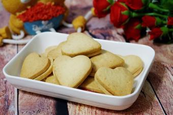 Bánh quy hình trái tim giòn tan