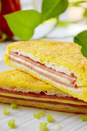 Bánh sandwich kẹp thịt nguội chiên