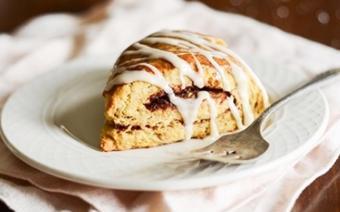 Bánh scones cuộn hương quế
