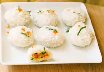 Bánh tôm dẻo bọc dừa