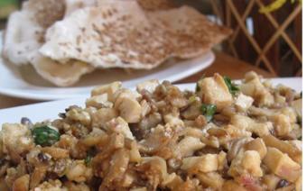 Bánh tráng xúc nấm đậu