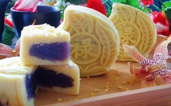 Bánh trung thu đậu xanh nhân khoai lang tím