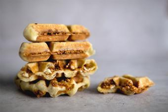 Bánh waffle kẹo đậu phộng