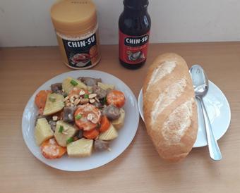Bắp bò hầm khoai tây cùng dầu hào CHIN-SU