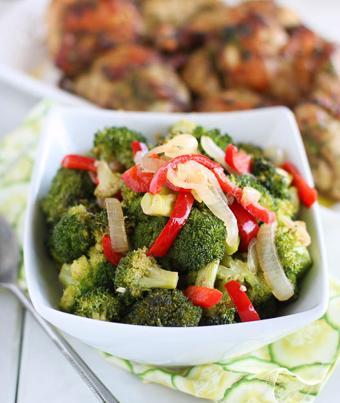 Bông cải xanh nướng hành tây ớt chuông