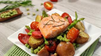Cá hồi nướng rau củ