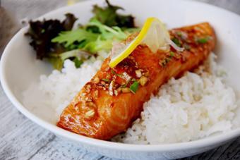 Cá hồi tẩm nước tương nướng