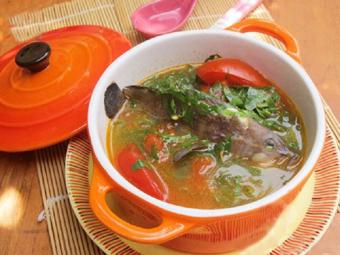 Canh cá mú nấu lá lốt